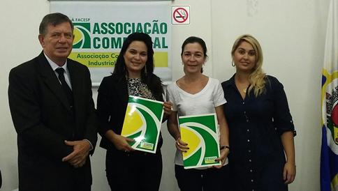 Na foto, o Prof. Edson Boni - FPM, Letícia Lima - Diretora FPM, Ana Paula Côrtes Bastos – Assessora de Marketing da ACII e Jéssica Fazzio - RH FPM.