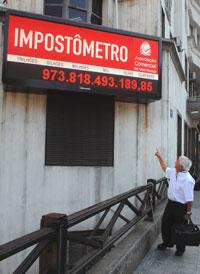 Painel fica na frente da ACSP. - Agliberto Lima/ DC